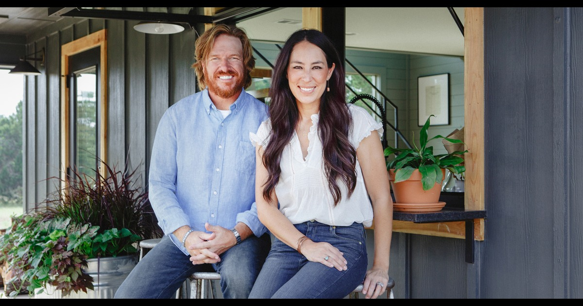Chip And Joanna Christmas 2021 Chip And Joanna Gaines Share Preview Of Magnolia Network
