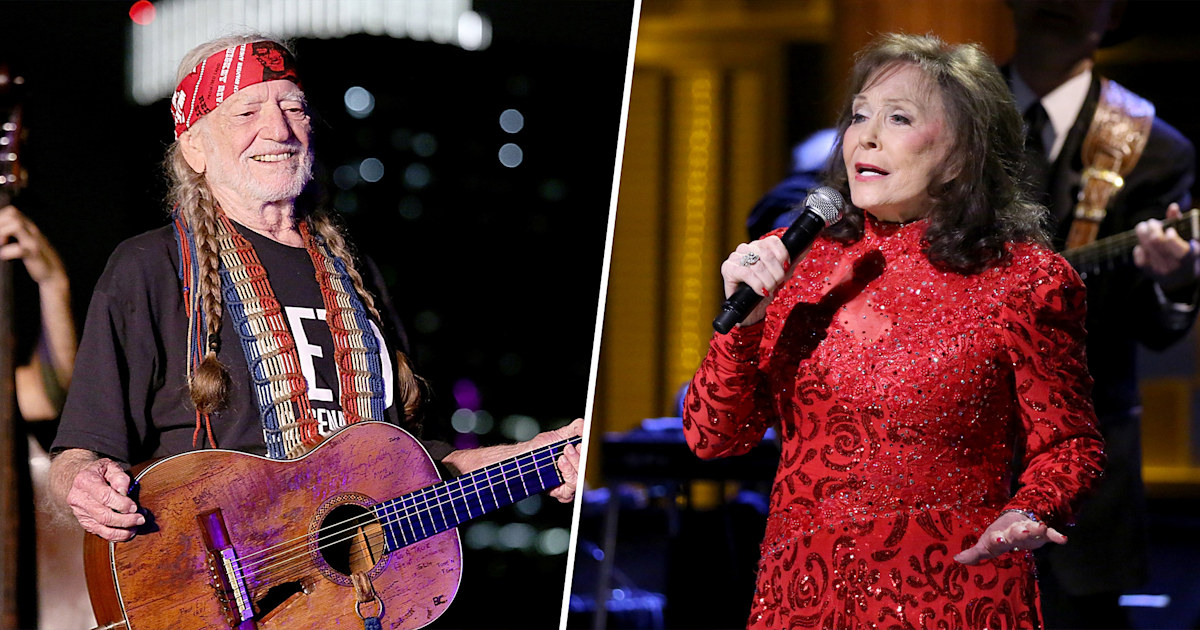 Country music legends Willie Nelson and Loretta Lynn have received the COVID-19 vaccine