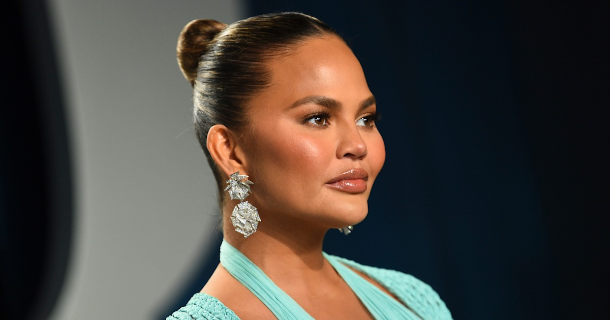 Chrissy Teigen says this quiet gesture by a stranger was a 'defining moment' after pregnancy loss
