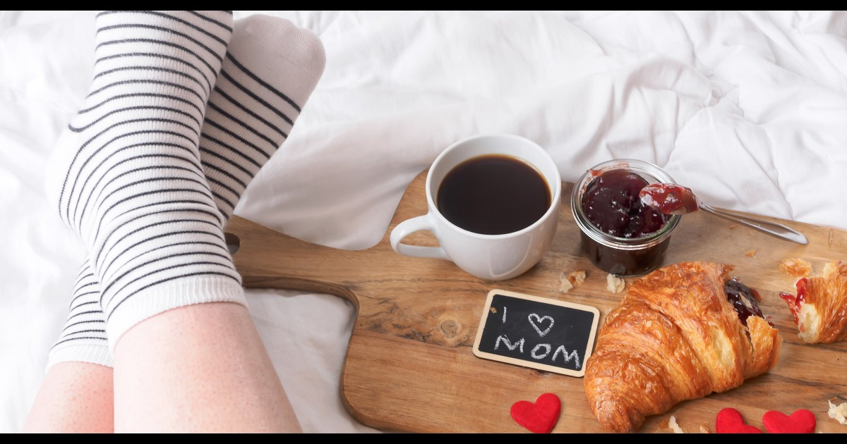 15 food freebies and restaurant deals for Mother's Day