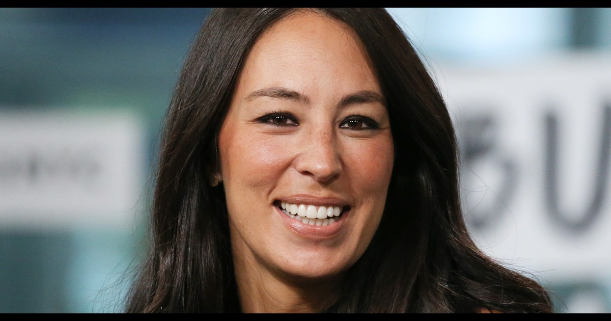 Joanna Gaines shares pic of her natural hair: 'Going to fix 'er up'