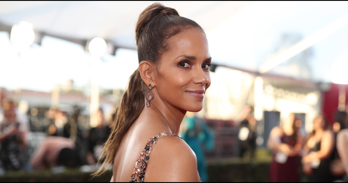 Halle Berry posts sizzling pic with boyfriend Van Hunt
