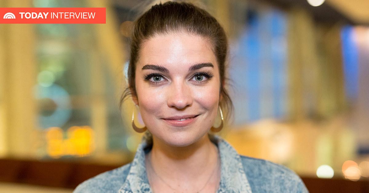'Schitt's Creek' star Annie Murphy plays an unconventional sitcom wife in new show