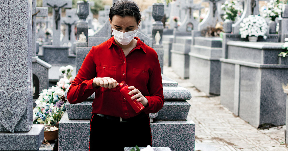 US life expectancy decreased by an 'alarming' amount during pandemic
