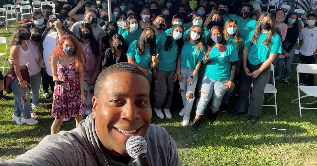 'SNL' star Kenan Thompson surprises high school students with unexpected message