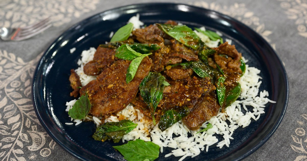 How to make spicy Thai beef stir-fry with basil