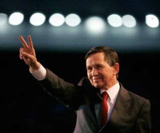 Democratic presidential candidate Dennis Kucinich waves to the crowd in Milford