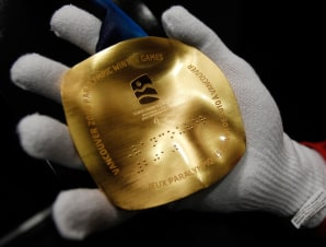 Want to touch gold? Get your glove on