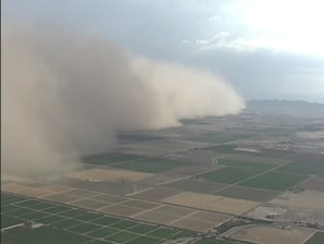 Dust storm sweeps across Arizona
