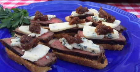 Steak bites with blue cheese and fig jam