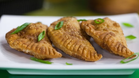 Brazilian appetizer: Beef and cheese pastel recipe