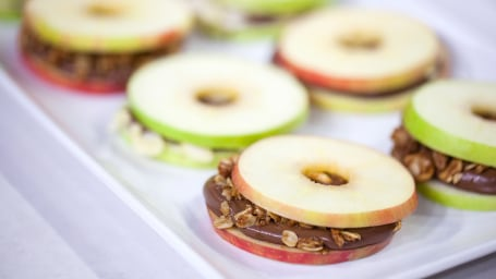 Alejandra Ramos' Nutella apple slices