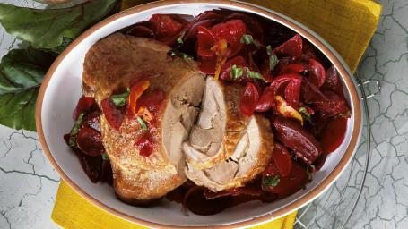 Braised turkey leg with beetroot & mashed potato