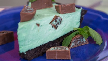 No-bake chocolate-mint pie from Tasty