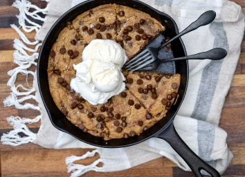 Joy Bauer's Skillet Peanut Butter Chocolate Chip Cookie