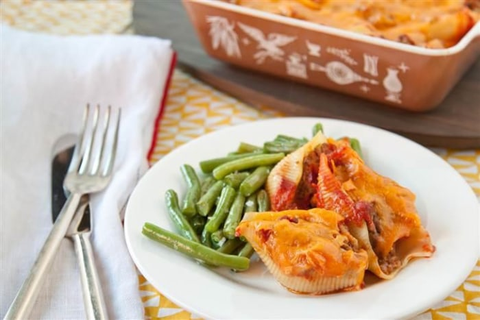 Make Ahead Cheeseburger Stuffed Pasta Shells