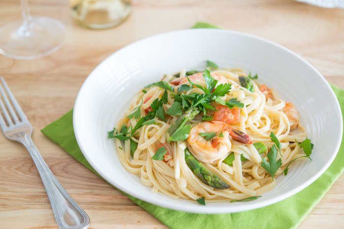 Shrimp Linguine with White Wine, Tomatoes and Asparagus