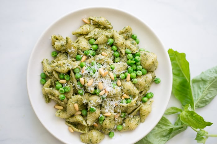 Pesto pasta with peas