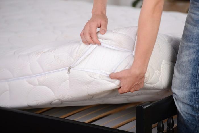 Zippered mattress cover