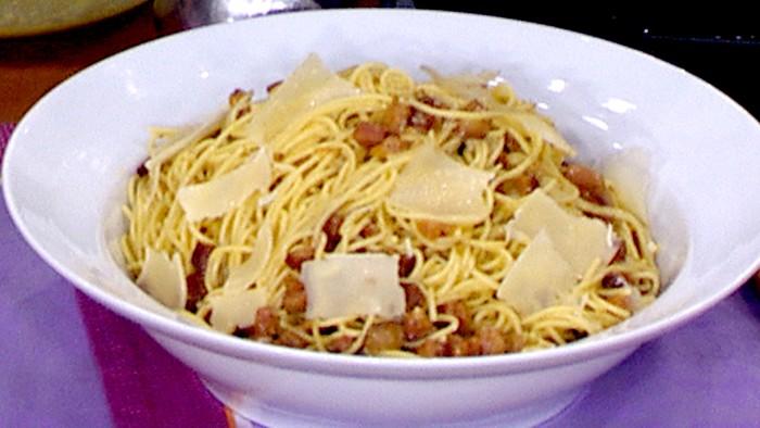Mark Murphy makes Spaghetti Alla Carbonara on TODAY April 27, 2015.