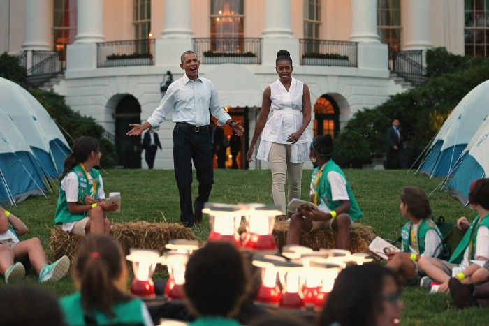 Girl scouts spend night camping on white house lawn for Barack obama maison blanche
