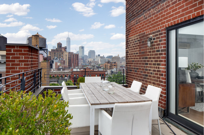 Julia Roberts Lists Her Magical Manhattan Apartment