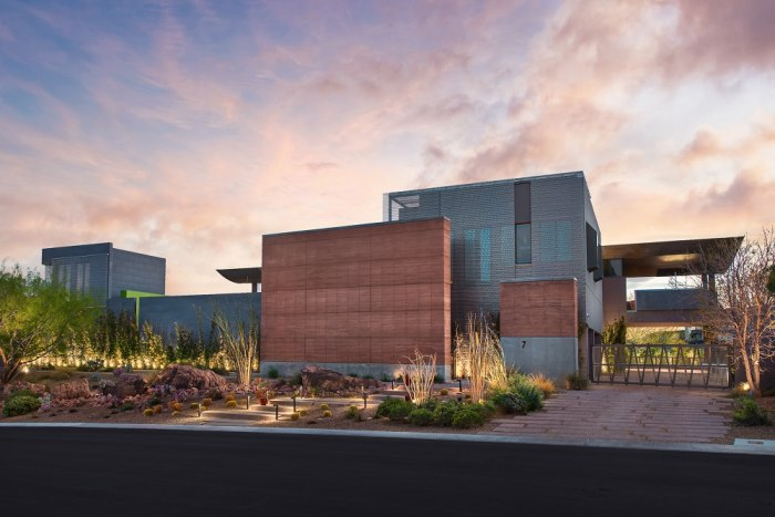 Look inside this recently listed modern las vegas mansion for Modern house zillow