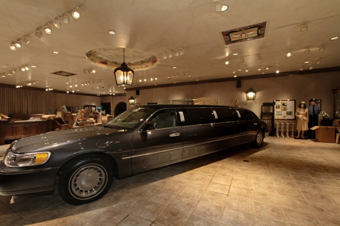 bill gates car and living room craig s luxurious former home including its car 26823