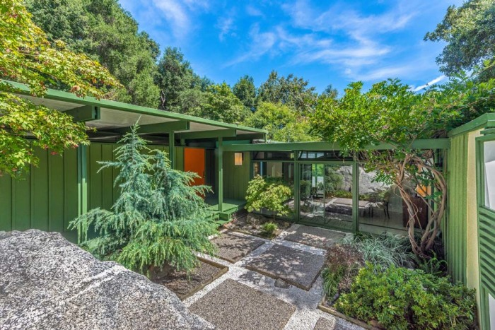 Bright 1950s mid century modern los angeles home is for for Modern house zillow