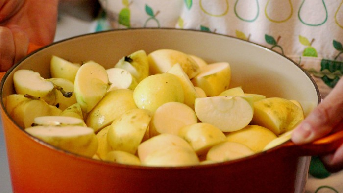Apples in a pot