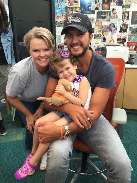 Luke Bryan visited children's hospital in Atlanta to lift ...