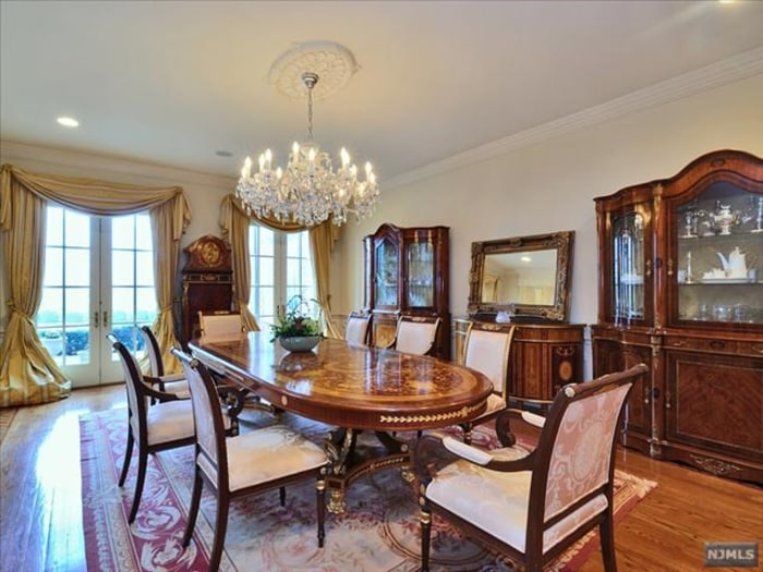 tracy morgan buys spectacular new jersey colonial-style home