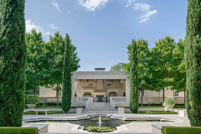 White House Look Alike In Dallas Hits The Market