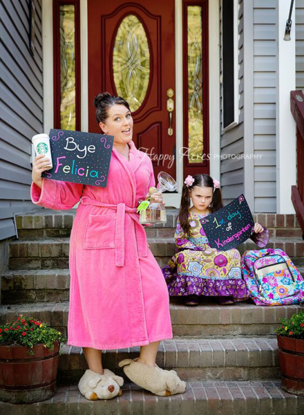 first day of school photo shoot ideas - When mom stars in back to school photo things turn funny