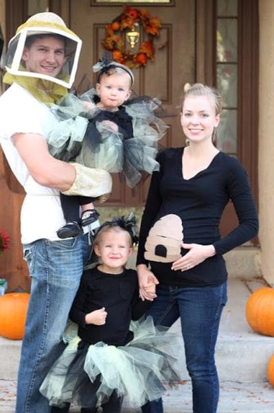 Team spirit 13 low cost funny diy halloween costumes for families doityourselfdivas solutioingenieria Choice Image