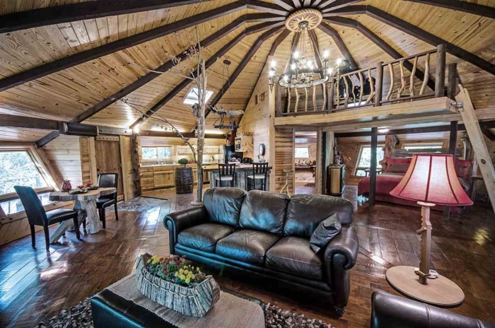Enchanting storybook treehouse sells in mississippi for 8 living room tree houses powys
