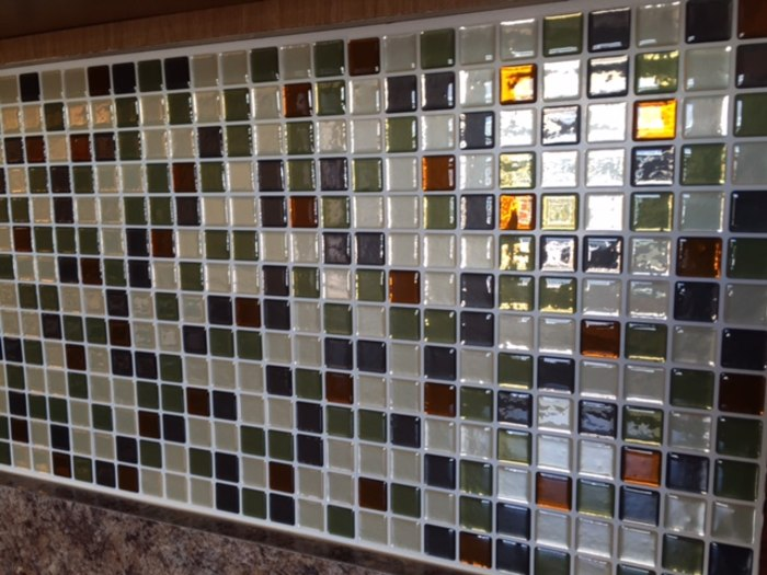 Julie Pennell. TODAY tests temporary backsplash tiles from Smart Tiles   TODAY com