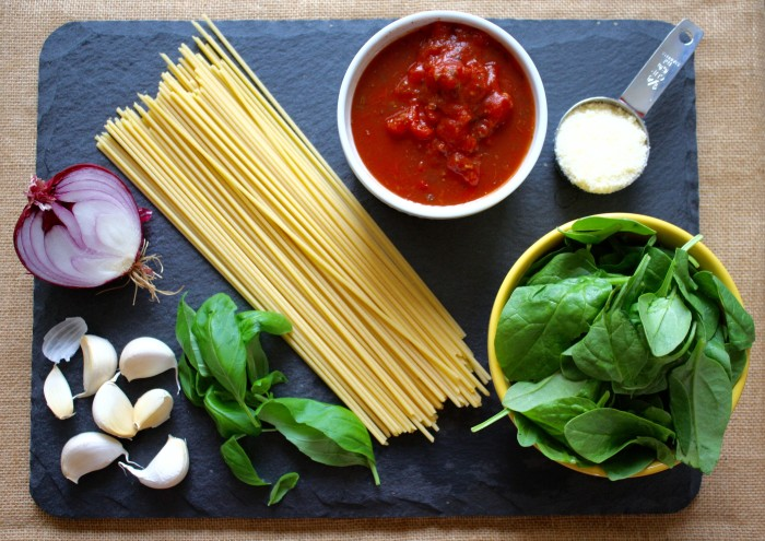 Ingredients for One-Pot Pasta With Spinach, Basil and Tomatoes