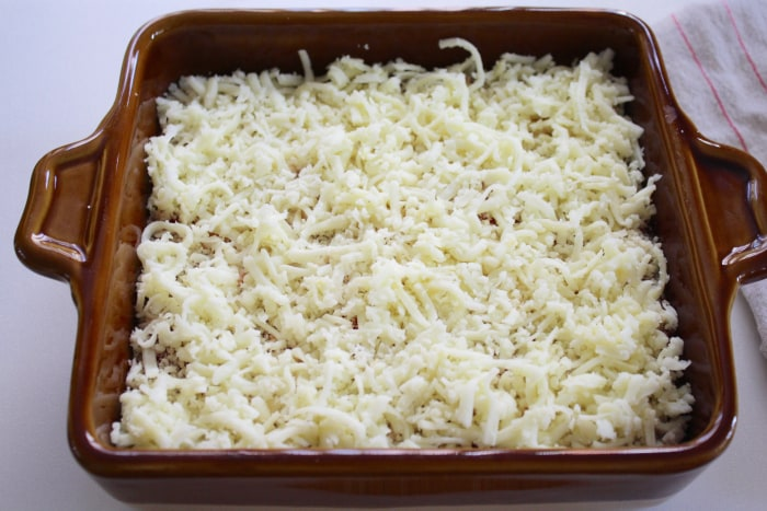 Pizza Dip: layer of grated mozzarella