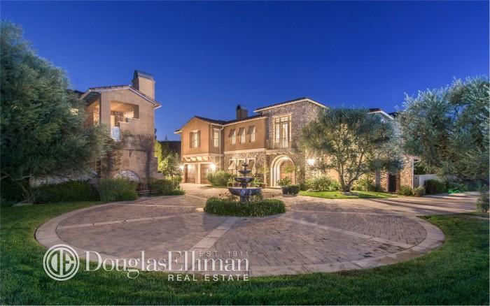PICS: Selena Gomez's Mansion Sold for $3.3 Million