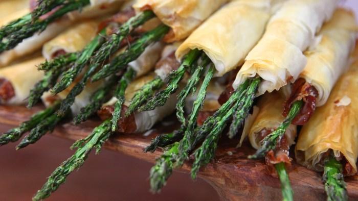 Phyllo & Prosciutto Asparagus Cigars