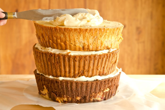 How to Make The Cherpumple Step-by-Step: Place the apple-pie-yellow-cake layer on top of the frosting and scoop 1 1/2 cups of frosting onto the center of the cake and spread to the edges in a wide circular motion with a large icing spatula or knife.