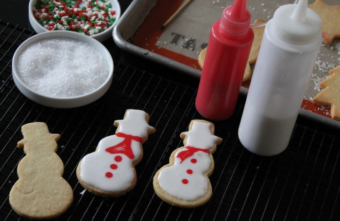 How to Decorate Sugar Cookies: Spread the white glaze to cover the cookies and let dry completely