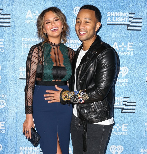 chrissy teigen john legend reveal they re expecting a