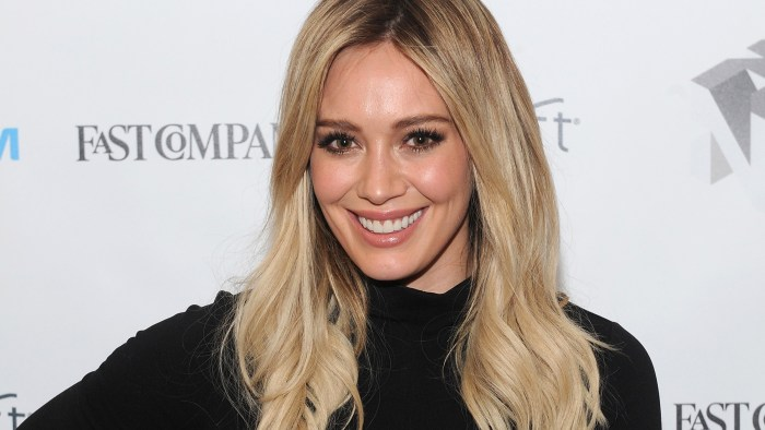 Hilary Duff's hilarious '90s Glamour Shot is nothing short of ...