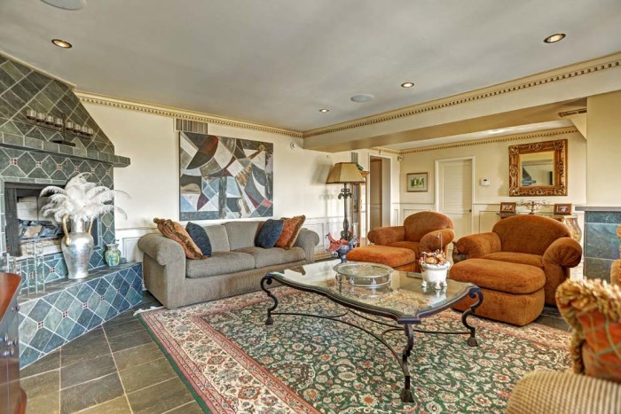 Barry Manilow S Former Los Angeles Villa Hits The Market