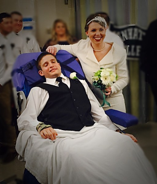Paralyzed Secret Service Agent Marries Fiancee In Hospital