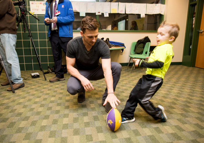 Cheap NFL Jerseys NFL - Vikings kicker Blair Walsh visits first-graders who wrote kind ...