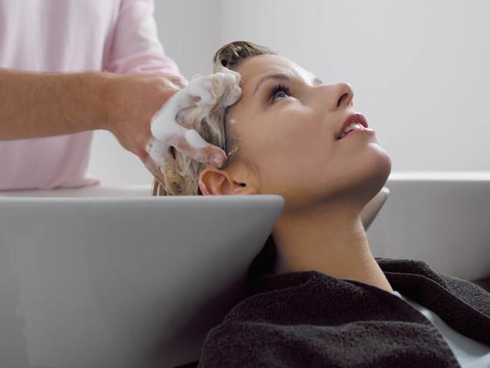 Hair salon etiquette: How much should you tip your hairstylist ...