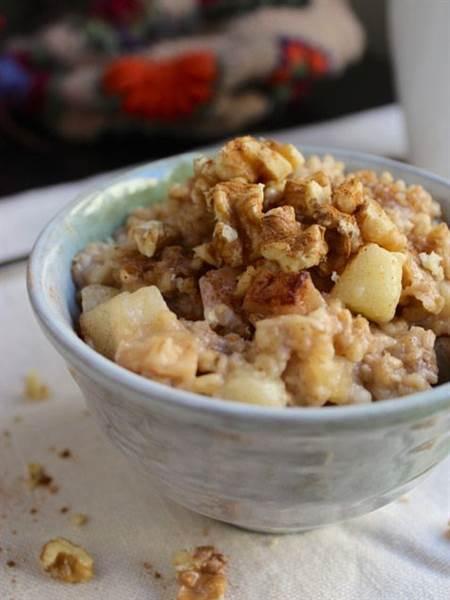Overnight Slow-Cooker Oatmeal Cinnamon-Apple
